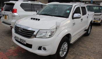 TOYOTA HILUX DOUBLE CAB full